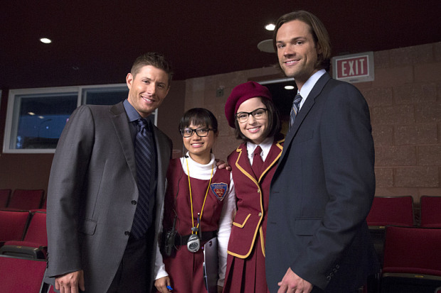 Joy Regullano is posing with Katie Sarife, Jensen Ackles and Jared Padalecki